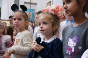 Выступление детей и молодежи Свято-Амвросиевского прихода в честь праздников Пресвятой Богородицы