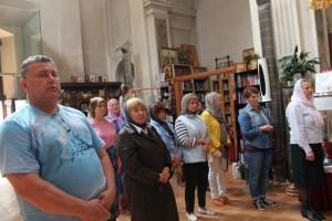 Около полутора десятка человек пришли помолиться в последний день Пасхи